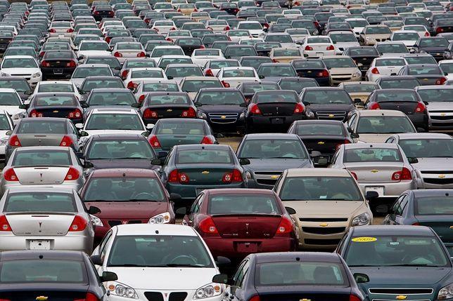 Sprowadzanie aut z Niemiec już nie takie modne. Co miesiąc jest ich o 11 tys. mniej