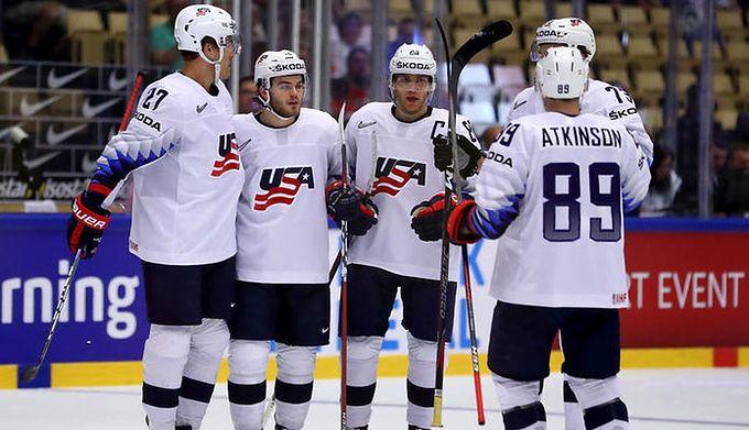 998a516337749 Getty Images / Martin Rose / Na zdjęciu: Patrick Kane cieszy się z bramki  wraz z kolegami z drużyny USA