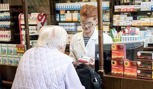 Brakuje leków dla seniorów. Przez koronawirusa