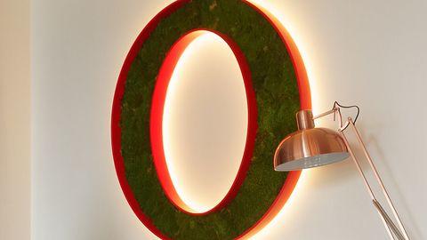 Opera 49 dostępna z emoji i selfie w zrzutach ekranu i odtwarzaczem VR