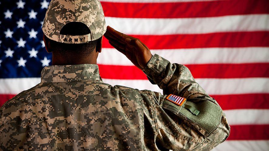 Amerykanie masowo otrzymują SMS-y o rzekomym powołaniu do służby wojskowej, fot. Shutterstock.com
