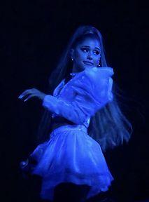Ariana Grande zaręczona! Pokazała bardzo nietypowy pierścionek