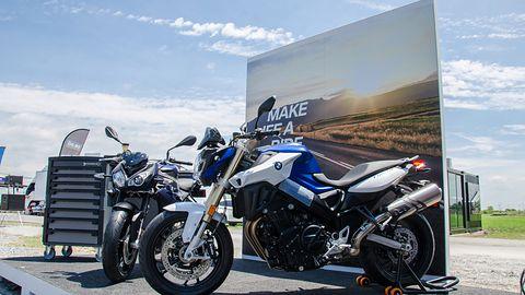 Autonomiczny motocykl BMW potrafi jeździć bez kierowcy. Oto mała rewolucja