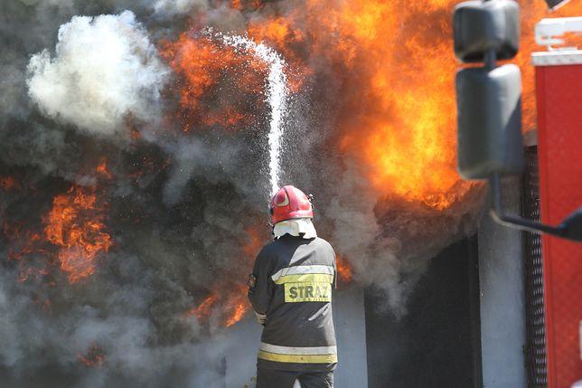 Warszawa. Pożar gasiło sześć zastępów straży pożarnej [zdj. ilustracyjne]