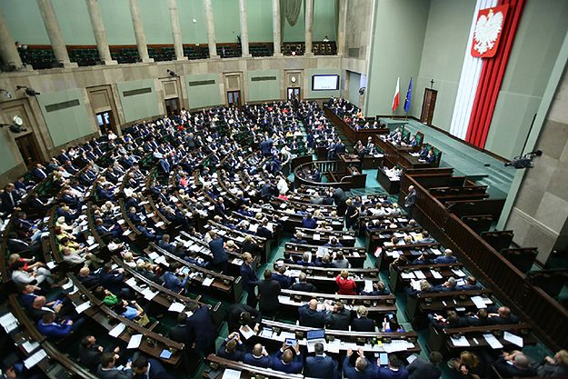 Sejm przyjął nową ustawę o TK autorstwa PiS. Poprawki opozycji odrzucone