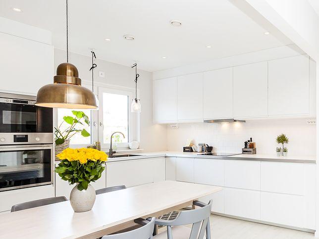 Fronty kuchenne – matowe czy błyszczące? Zobacz, które lepiej sprawdzą się w małej kuchni