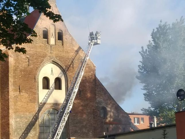 Pożar kościoła na Żabim Kruku. Z żywiołem walczyło ok. 100 strażaków