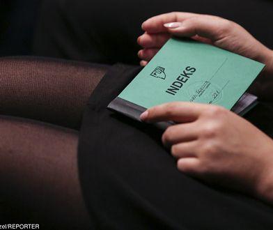 Wrocław. Czy profesor nadal będzie uczył studentki, którym pronował prywatne spotkania?