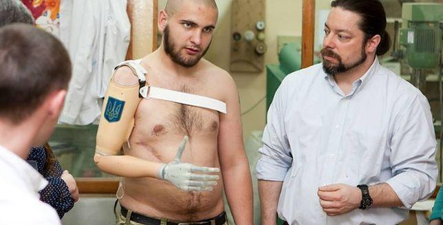 Stracił rękę przez patriotyczny tatuaż