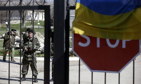 Rosjanie zaatakowali jednostkę wojskową na Krymie. Pobito dziennikarzy