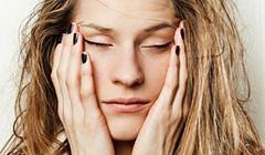 Jak strojem i makijażem ukryć zmęczenie?