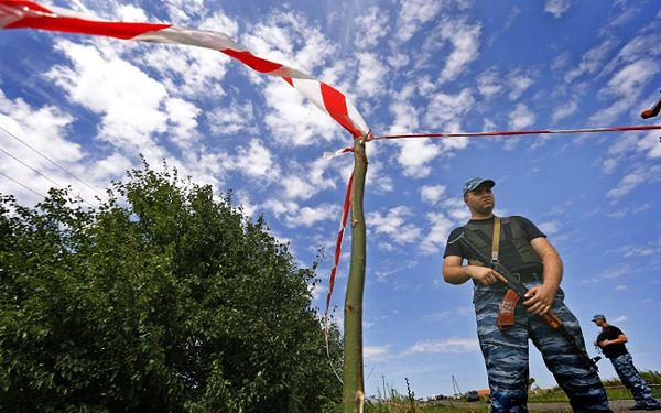 Prorosyjski separatysta na miejscu katastrofy malezyjskiego samolotu