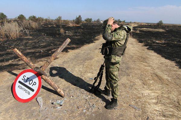 Ukraiński żołnierz w pobliżu granicy z Rosją