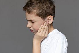 Kłujący ból ucha – najczęstsze przyczyny. Co robić?