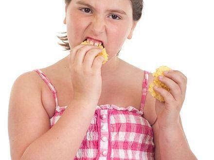 Dziewczynki przechodzą pokwitanie wcześniej niż kiedykolwiek. Winna jest temu otyłość