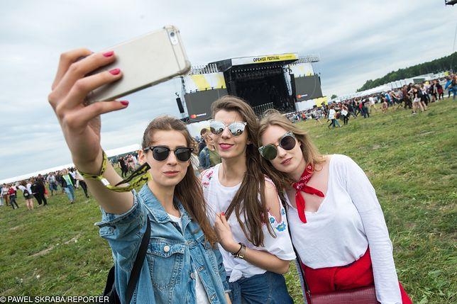 Co spakować, aby wyglądać modnie i komfortowo bawić się na tegorocznym Open'er Festival?