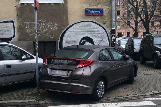 """Warszawa. Straż Miejska rusza z cyklem """"mistrz parkowania""""."""