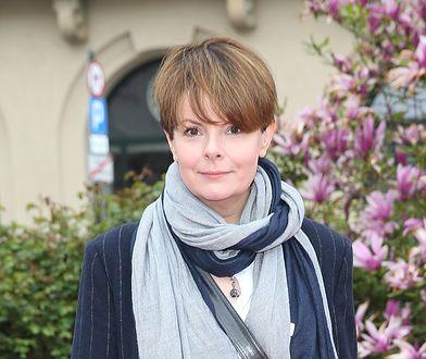 """Karolina Korwin Piotrowska grzmi: """"Daje mi olimpijskim kopniakiem w twarz. Defekuje na mnie"""""""