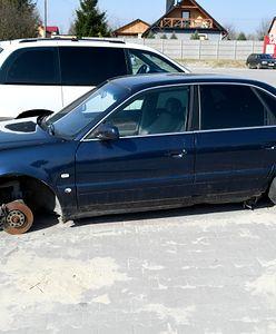 Straż Miejska na wojnie z wrakami na ulicach Bełchatowa