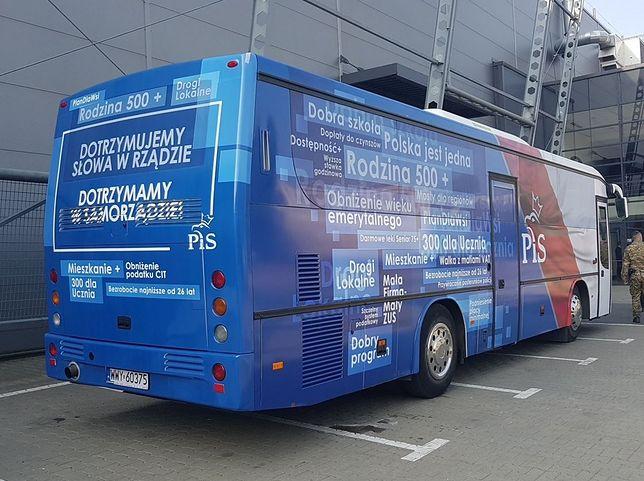 """Przed poprzednimi wyborami samorządowymi PiS jeździł specjalnymi """"kampanijnymi"""" busami"""