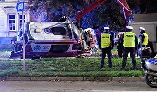 Wypadek karetki w Szczecinie. Jechała po chorego [Zdjęcia]