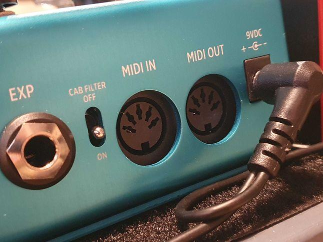Dziś jeden przewód MIDI przesyła sygnał tylko w jedną stronę, fot. Oskar Ziomek