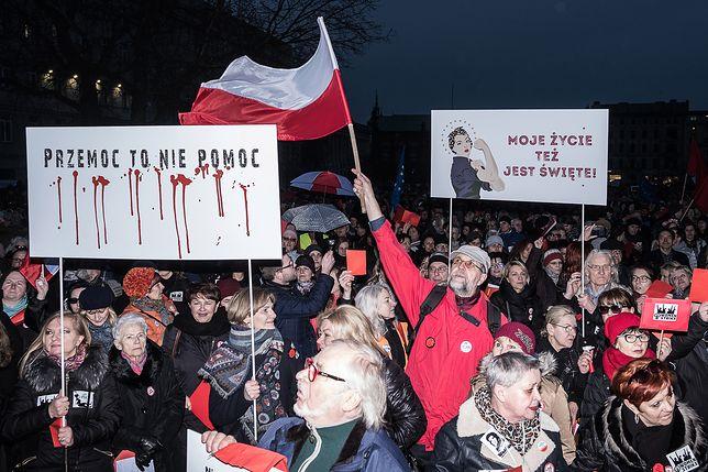 Manifestacja w Poznaniu zgromadziła ponad dwa tysiące osób