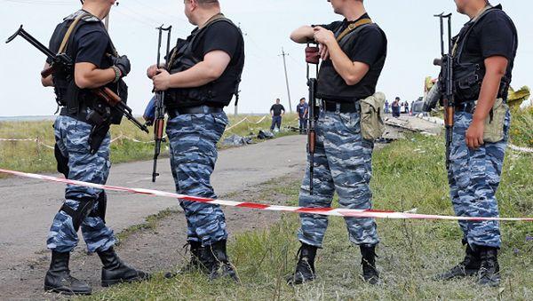 Uzbrojeni separatyści na miejscu katastrofy