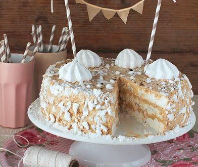 Kawowy tort bezowy