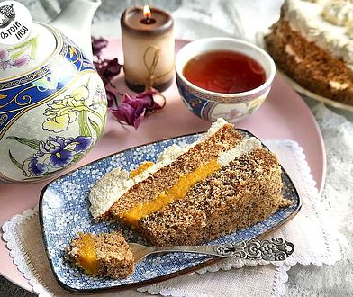 Herbaciany naked cake. Pyszny tort z mango