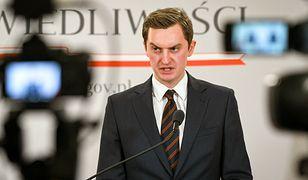 """Budżet UE. Sebastian Kaleta o zapowiedzi Very Jourowej: """"grillowanie Polski"""""""