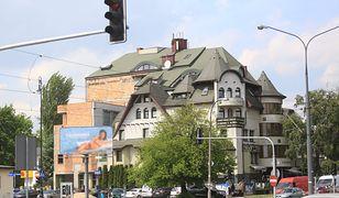 Najsłynniejsza samowolka budowlana w stolicy przez 30 lat znacznie się rozrosła