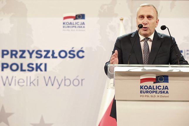 """Wybory do PE. Schetyna o problemie pedofilii, Kaczyński o """"seksualizacji"""" dzieci przez gejów. Nowe tematy kampanii"""