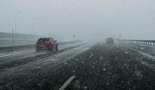 IMGW przestrzega przed trudnymi warunkami na drogach
