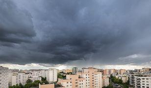 Warszawa. Uważajmy na ulewne deszcze i gwałtowne burze.