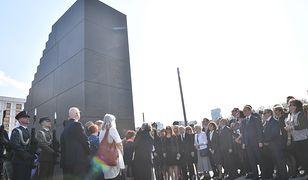 Przygotowania do odsłonięcia pomnika na pl. Piłsudskiego