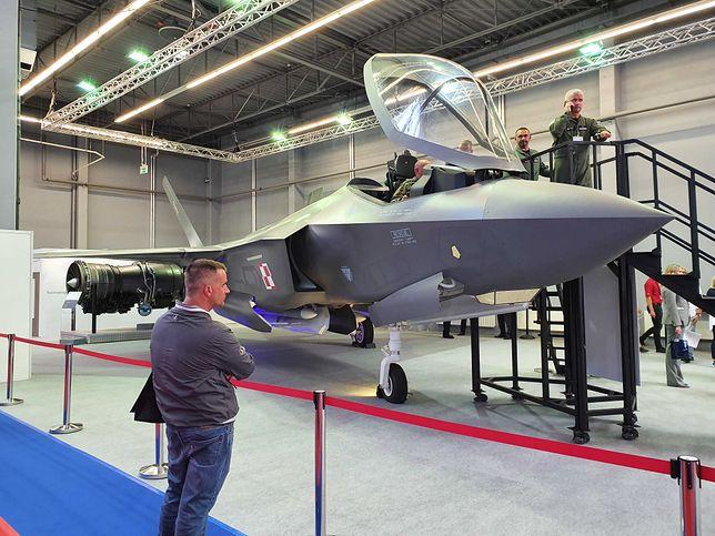MSPO 2019. Atrapa F-35 na targach wojskowych w Kielcach. Można przyjść i posiedzieć w środku