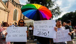 Kraków. Protest przed kurią przeciwko słowom abpa Jędraszewskiego