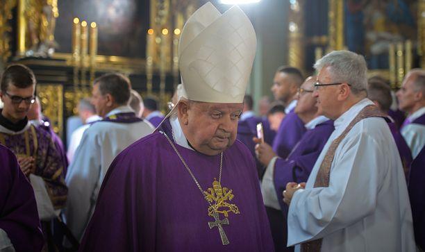 Kardynał Stanisław Dziwisz chciałby, żeby jego sprawą zajęła się specjalna komisja