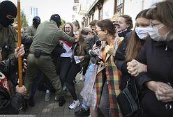 Białoruś. Milicja brutalnie rozbiła pochód kobiet w Mińsku