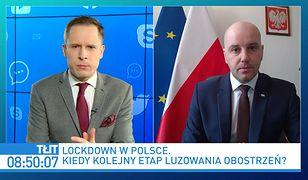 Koronawirus w Polsce. Luzowanie obostrzeń? Wiceminister o otwartych kinach i edukacji szkolnej