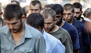 Przemarsz ukraińskich jeńców w Doniecku