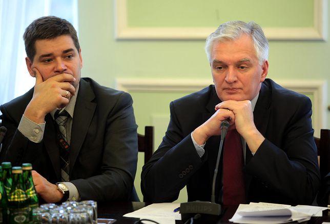 Styczeń 2012 r. Wiceminister Michał Królikowski i jego ówczesny szef minister sprawiedliwości Jarosław Gowin na posiedzeniu sejmowej komisji