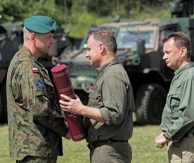 Gen. Piotr Błazeusz w towarzystwie prezydenta Polski Andrzej Dudy i szefa MON Mariusza Błaszczaka
