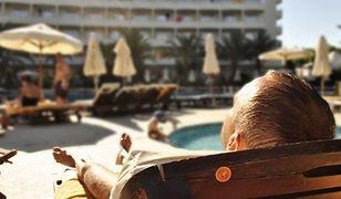 Średnio połowa Polaków decyduje się na wakacyjny wyjazd z biurem podróży