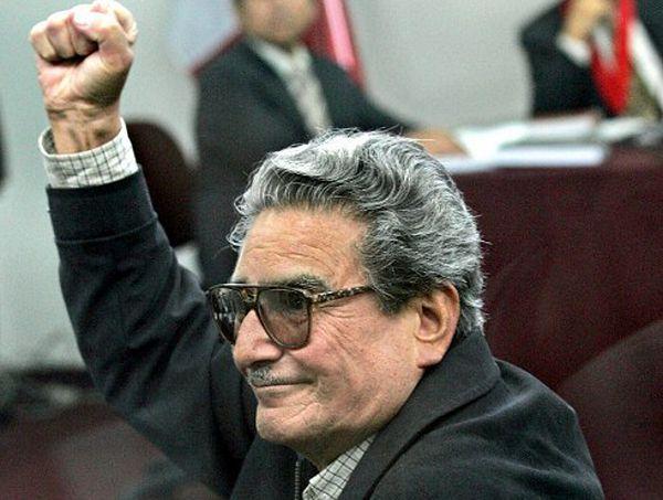 Abimael Guzman przed sądem, 2004 r.