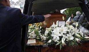 Wyprawił matce pogrzeb, teraz musi zapłacić podatek