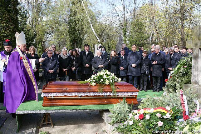 Poruszające zdjęcia. Prezydent i prezes PiS na pogrzebie przyjaciółki