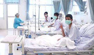 Tajlandia. Zdjęcie chłopców uratowanych z jaskini Tham Luang
