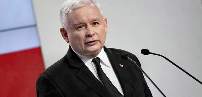 Ma być skromniej - deklarował Jarosław Kaczyński. Nie każdemu jednak łatwo rozstać się z pieniędzmi.